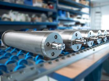 Der Rollo Solar Rohrmotor bei der Fertigung